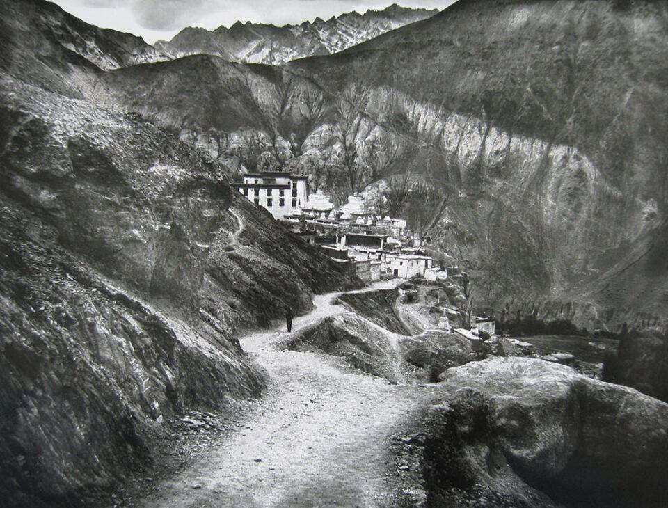 Предео Хималаја са храмом Ламајури (1979)